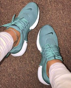 Do you want 💕 – Schuhe – Source by csaparpali casuales tenis deportivos shoes sneakers casual Tenis Nike Air, Nike Air Shoes, Nike Tennis Shoes, Women Nike Shoes, Adidas Shoes, Cute Sneakers For Women, Women Running Shoes, Nike Shoes Blue, Ladies Sneakers