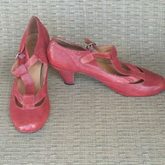 Red Jeffrey Campbell t-strap Kitten Heels Gently used red Jeffrey Campbell kitten heels with a vintage style t-strap. The heel is about 1.5-2 inches. Size 8.5. I love them, but they are a little too big for my size 8 feet. Jeffrey Campbell Shoes Heels