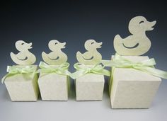 Merci de vos invités avec une boîte-cadeau animaux, parfait pour un shower de bébé ou danniversaire à thème jungle.   Die numérique coupe des fichiers pour (1) éléphant (2) girafe (3) lion (4) Canard (5) ours en peluche   TAILLES (1) petit : 1,75 x 1,75 po. (deux boîtes sadapter sur une feuille 8.5 « x 11 ») (2) grand : 2.5 « x 2,5 » (une seule boîte sadapte sur une feuille 8.5 « x 11 »)   FORMATS (1) SVG (2) PDF (3) DXF (4) GSD  A noter : Une découpeuse Silhouette a été utilisé pour couper…