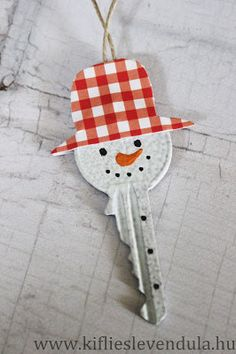 Key Snowmen - craft paper hat (front & back), painted nose, marker eyes, mouth, buttons. Kifli és levendula