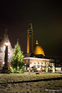 Sneeuw in Nederland, Waalwijk centrum in de avond. Als fotograaf de ultieme kans om de sfeer in ons centrum vast te leggen.