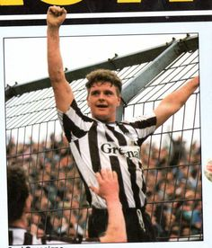 Soccer Pics, Soccer Pictures, Football Stuff, Retro Football, Leeds United, Manchester United, Newcastle Shirt, Newcastle United Football, Match Of The Day