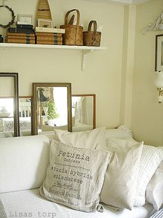 I'm in love with this style- especially the pillows!
