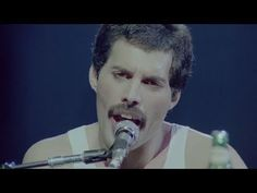 Freddie Mercury: most amazing performer of all time! (Somebody To Love - HD Live - 1981 Montreal) John Deacon, Brian May, Freddie Mercury, Love Live, Love Of My Life, Music Songs, My Music, Last Night On Earth, Hearing Sounds
