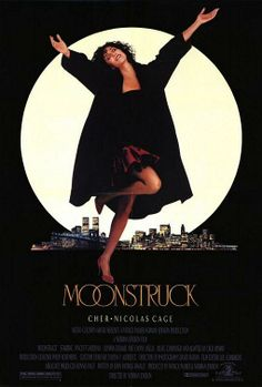 Moonstruck (Hechizo de Luna) (1987) Loretta, una viuda de origen italiano que vive en Nueva York, decide contraer matrimonio con Johnny, un solterón de carácter débil al que maneja a su antojo. De repente, Johnny tiene que ir a Sicilia para visitar a su madre enferma; entonces le pide a Loretta que se encargue de invitar a la boda a su hermano Ronnie, del que está distanciado desde hace tiempo.