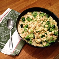 Pasta Alfredo with Chicken and Broccoli - Fashion Pasta Alfredo mit Hähnchen und Brokkoli – Fashion Kitchen Fashion Kitchen: Pasta Alfredo with Chicken and Broccoli - Pasta Alfredo Con Pollo, Pasta Recipes, Beef Recipes, Healthy Recipes, Chicken Breast Fillet, Broccoli Beef, Broccoli Pasta, One Pot Pasta, Chicken Pasta