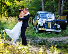 Rent a classic wedding car! #bookaclassic #classiccar #marriage #vintagecar #wedding #weddingcar #chicvintageweddings