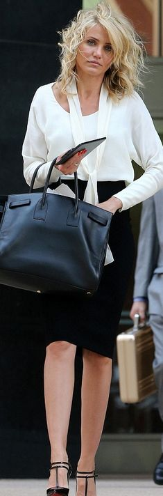 Who made  Cameron Diaz's black handbag and black pumps that she wore in New York?