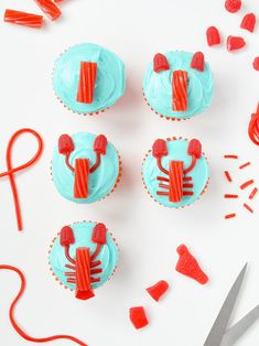Use gummy candy to make these adorably silly lobster cupcakes! Shrimp Boil Party, Crawfish Party, Cupcake Party, Birthday Cupcakes, Cupcake Cookies, Lobster Party, Lobster Cake, Party Desserts, Party Snacks
