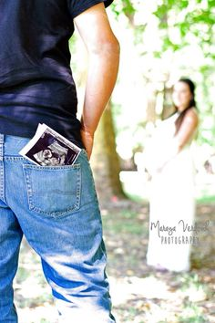 Maternity photoshoot in Adelaide botanical garden. Model is 36 weeks pregnant with a baby boy.