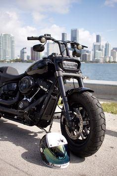 Harley Davidson News – Harley Davidson Bike Pics Harley Davidson Fat Bob, Harley Davidson Pictures, Motorcycle Outfit, Motorcycle Quotes, Motorcycle Garage, Harley Fatboy, Garage Pictures, Cool Motorcycles, Club Style