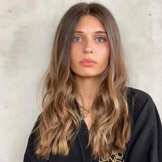 Mousy Brown Hair Is Having a Moment—So Brunettes Everywhere Can Finally Take a. Mousy Brown Hair I Mousy Brown Hair, Brown Hair Balayage, Brown Hair With Highlights, Brown To Blonde, Balayage Hairstyle, Hair Updo, Carmel Brown Hair, Brown Hair Cuts, Bronde Balayage