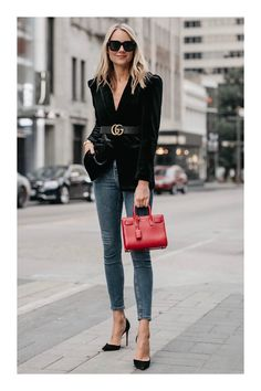 Such a classically chic outfit! The black velvet blazer, Gucci Marmont belt, denim skinny jeans, black pumps & Saint Laurent purse, all pair perfectly for some fabulous street style. Fashion Mode, Fashion Blogger Style, Look Fashion, Autumn Fashion, Cheap Fashion, Fashion Trends, Feminine Fashion, Office Fashion, Fashion Black