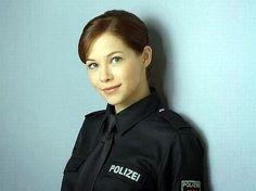 Policial Alemanha. http://www.bloginbr.com/2014/09/foto-de-policial-holandesa-gata-faz.html#_