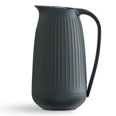 The Hammershøi thermos jug from Kähler is designed by Hans-Christian Bauer with a glass insert that holds the heat and a sealing screw cap. Industrial Design Furniture, Industrial Product Design, Furniture Design, Wireless Battery Charger, Spin Mop, Bottle Packaging, Ceramic Teapots, Kitchen Items, Minimal Design