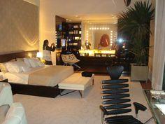suíte Casa Clean, Suites, Fashion Room, Conference Room, Bedroom, Table, Furniture, Home Decor, Interior Design
