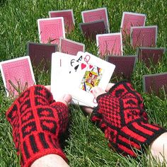 Free Knitting Pattern - Fingerless Gloves & Mitts: Queen of Hearts Gloves