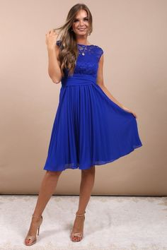 Pleated dress with royal blue lace bodice Gwendolyn – Wanderlust Classy Chic, Classy Dress, Chic Outfits, Dress Outfits, Fashion Outfits, Mom Outfits, Fashion Men, Fashion Styles, Street Fashion