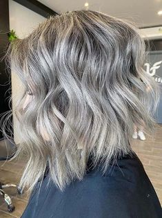 Wanna wear latest bob haircuts for glorious hair looks? If yes then see here awesome shades of grey textured bob haircuts to sport in 2020. We all know that bob cuts are so much variations in these days. You may use to wear this best bob cut for more interesting hair looks in 2020. Bob Haircuts 2017, Best Bob Haircuts, Hairstyles Haircuts, Textured Bob Hairstyles, Best Bobs, Bob Cuts, Haircut Styles, Hair Looks, Hair Lengths