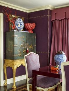 Aubergine walls with nailhead design and antique chinoiserie chest. design :: alex papachristidis via elle decor Upholstered Walls, Style Oriental, Chinoiserie Chic, Asian Decor, Interior Design Inspiration, Color Inspiration, Cheap Home Decor, Colorful Interiors, Decoration