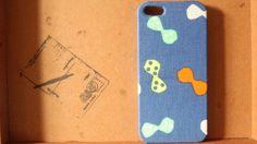 布を使ったiPhone5のケースです。シンプルですが、りぼん柄がとっても可愛いです。iPhoneケースを丸みをおびたものに変更します。写真3枚目を参考にしてい...|ハンドメイド、手作り、手仕事品の通販・販売・購入ならCreema。