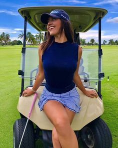 We see more and more females hitting the links every year. That's why we are presenting 10 of the hottest female golfers that you probably never heard of. Mens Golf Fashion, Cute Golf Outfit, Jenifer Aniston, Sexy Golf, Girls Golf, Sport Girl, Female Golfers, Instagram, Woods Golf