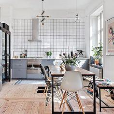 Champion found kitchen design Give a gift Apartment Interior, Apartment Design, Kitchen Interior, Kitchen Tiles, Kitchen Design, Home Design, Interior Design, Design Art, Dinner Room