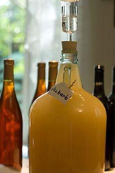 Elaboración del vino, diente de león, escaramujo, Prímula, ortiga, saúco y pasas