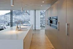 We're mesmerised by this kitchen with a mountain view! #Himacs was the material of choice for the #interiordesign of this eco-friendly house in Switzerland. It's sustainable and non-porous properties mean it's ideal for #kitchens & #bathrooms while delivering endless #design possibilities.