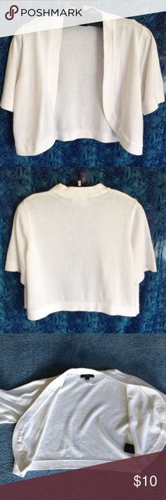 """White R&K short sleeve shrug crop top 100% cotton feels like a sweater. Length is 17"""", across bust is 20 1/2"""". Gently worn. No buttons or snaps for closing front. R&K Tops Crop Tops"""