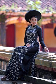 Vietnamese Traditional Dress, Traditional Dresses, Satin, Vintage, Style, Fashion, Swag, Moda, Fashion Styles