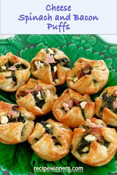Cheese, spinach and bacon puffs are easy to make and taste delicious! They are the perfect hot morsel for entertaining, as they can be frozen, then baked. Lunch Snacks, Savory Snacks, Lunch Recipes, Healthy Recipes, Savory Pastry, Savoury Baking, Clean Eating Recipes, Cooking Recipes, Cooking Ideas