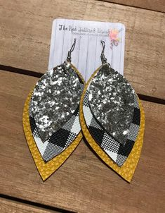 Faux Leather Dangle Triple Layered Black Buffalo Plaid Mustard Yellow Silver Glitter Earrings Teardrop or - DIY Schmuck Ideen Diy Leather Earrings, Diy Earrings, Leather Jewelry, Leather Craft, Earrings Handmade, Teardrop Earrings, Crochet Earrings, Homemade Jewelry, Diy Jewelry