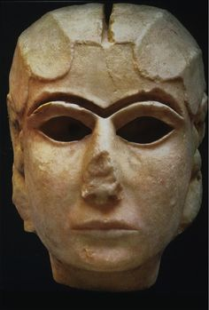 The Mask of Warka, also known as the 'Lady of Uruk' ca 3100 BCE is one of the earliest representations of the human face. The carved marble female face is probably a depiction of Goddess Inana Mesopotamia Ancient Mesopotamia, Ancient Civilizations, Ancient Egypt, Ancient History, Art History, Ancient Mysteries, Ancient Artifacts, Uruk City, Ancient Art