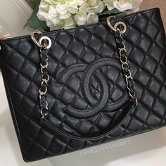8b13e92bafb (SOLD w o listing) 🖤 Like New Chanel Classic GST Shopper Black Caviar