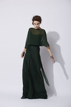 High quality ready-to-wear with an artisanal touch, crafted in Barcelona. Organza, Evening Dresses, Formal Dresses, Dress Cuts, Crepe Dress, Elegant Outfit, Dress To Impress, Mantel, Dress Skirt
