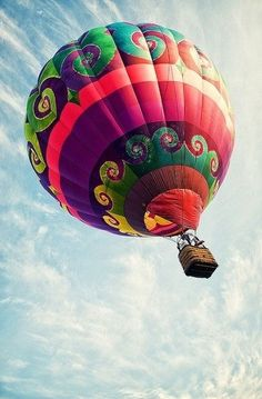 Hot air balloons are something special in comparison to other forms of flight. Hot air balloons drift gracefully above the ground at hei. Air Ballon, Air Balloon Rides, Hot Air Balloons, Floating Balloons, Big Balloons, Foto Art, Zeppelin, Belle Photo, Rainbow Colors