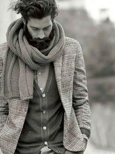 Porter une écharpe d'homme