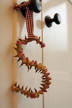 faça sua inicial com botoes de rosas