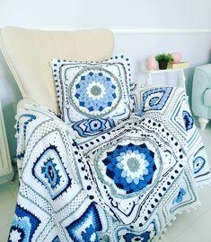 """66 Beğenme, 14 Yorum - Instagram'da Gülay Perveli DEĞİRMENCİ (@gulay_degirmenci): """"Günaydın 💙 #perşembe gelmiş #tbt hakkımı kullanayım💙 Bir 🧿 alırım öyleyse🤗"""" Throw Pillows, Quilts, Blanket, Crochet, Bed, Instagram, Home, Toss Pillows, Cushions"""