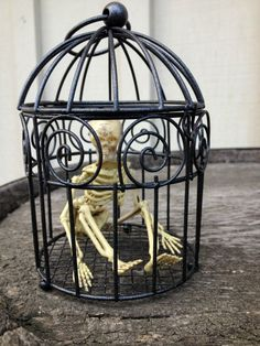 Craft Tutorial: Jailbird Skeleton Halloween Decoration (and 100+ more DIY Halloween ideas!) | Mrs. Greene - crafts, food, fashion, life