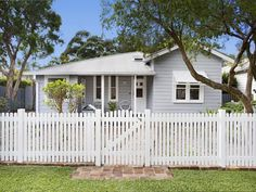 3 Bedroom Houses for Sale in Australia Pg. Hamptons Style Homes, Hamptons House, Exterior Paint Colors For House, Paint Colors For Home, Bungalow, Queenslander House, Home Exterior Makeover, Front Fence, Fence Design