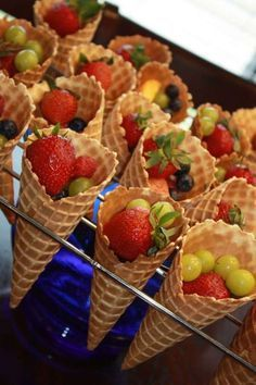 Servez la salade de fruits dans des cornets de glace. 14 astuces pour réussir une fête dans le jardin