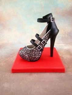 Sugar high heel shoe Fondant/gumpaste.black cake lace ,victoriana silicone Matt from cake lace.  Iris,New York.//facebook CAKEDREAMSBYIRIS
