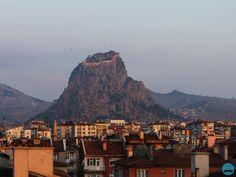 Afyon, Czarna Twierdza o wschodzie słońca  http://rodzynkisultanskie.blog.pl/2014/06/afyon/ #Afyon #ege #Turkey #travel #castle #blackCastle