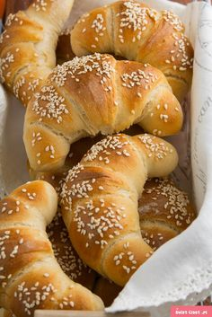 Tort śmietankowy z musem brzoskwiniowym… Bread Bun, Bread Rolls, Healthy Bread Recipes, Cooking Recipes, A Food, Food And Drink, Country Bread, Bread And Pastries, Recipes From Heaven