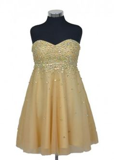 Vestido corto dorado con elegante bordado, perfecto para un fiesta de noche.  #graduacion #15 #matrimonio #fiesta #vestidos #wedding #party #dress #fashion #style #design #outfit #shopping #glam
