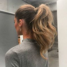 """Amazing ponytail, l"