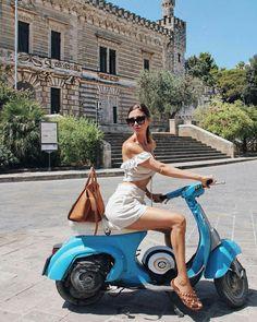 Creativebikers - Motion In Pleasure Piaggio Vespa, Lambretta Scooter, Vespa Scooters, Vintage Vespa, Vespa Girl, Scooter Girl, Street Style 2017 Summer, Brushless Motor Controller, Vespa Models