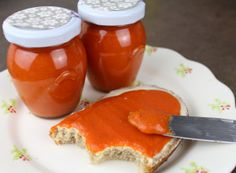 Homemade paprika spread that is addictive Top-Rezepte. Pesto Hummus, Tasty, Yummy Food, Hot Sauce Bottles, Chutney, Brunch, Food And Drink, Stuffed Peppers, Homemade